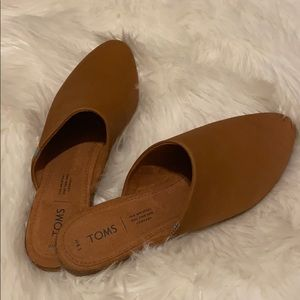 Toms Jutti Mules like new!!!